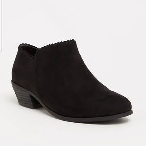 Black scalloped ankle bootie.  Wide width